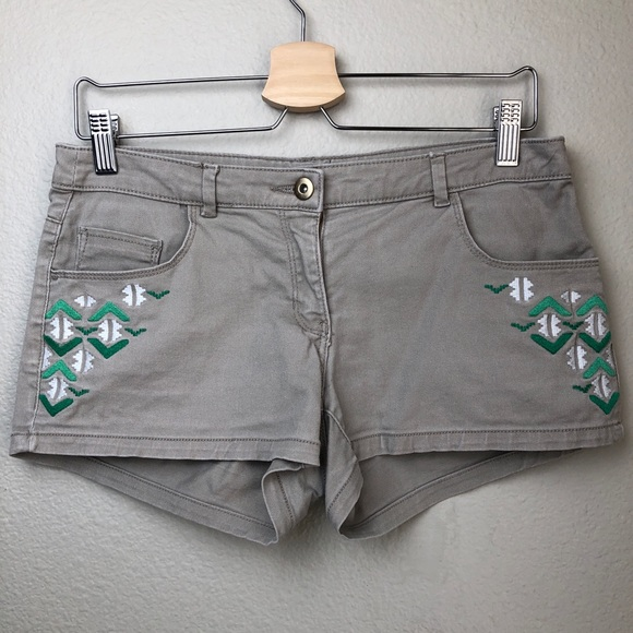 Pants - Embroidered Denim Shorts in Size 6